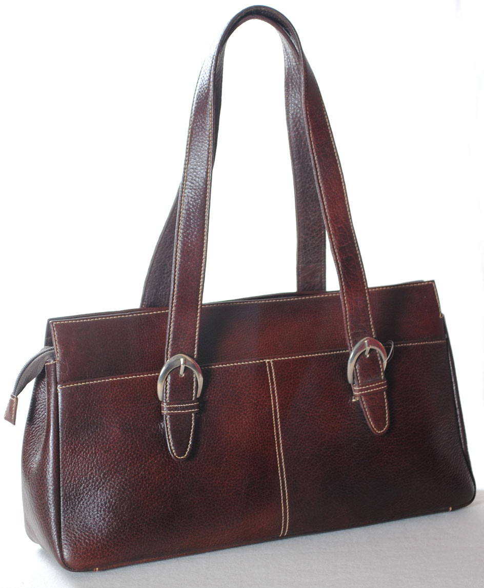 Free shipping on women's bags and purses at atrociouslf.gq Shop tote bags, shoulder, clutch, crossbody, leather handbags and more. Totally free shipping and returns.